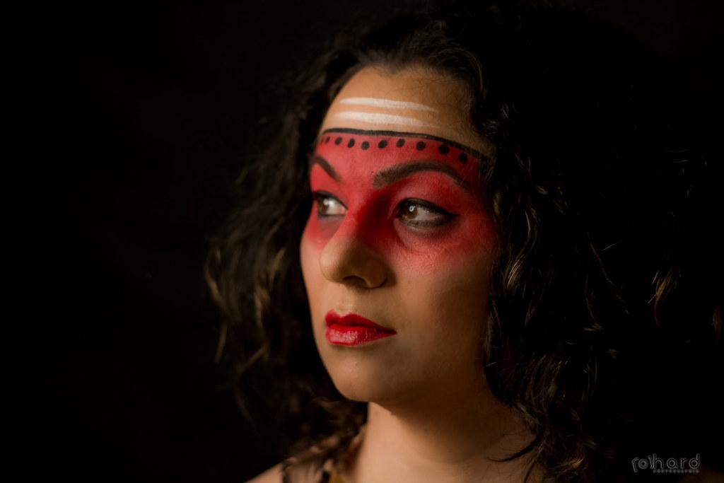 Muitos historiadores defendem que os índios chegaram em nosso continente a pelo menos 15 mil anos!    #hardphotography #mulheresdepindorama #portrait #portraitfestival #makeup #indian #native #brazilianindian #culture #brazilianculture #authorial #photogr