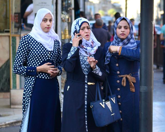 Viajar sola a Jordania mujeres con velo por Amman