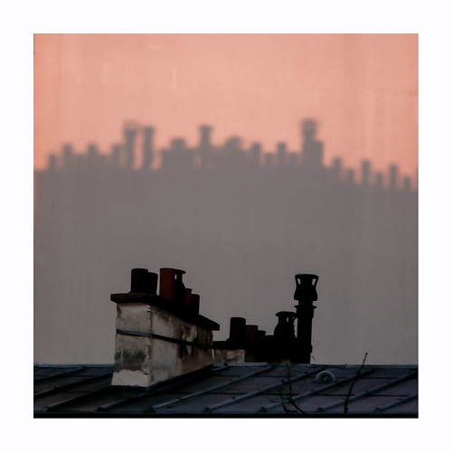 mur cheminées ombre soleillevant rose orange noir toits paris wall chimneys shadows sunrise roofs pink