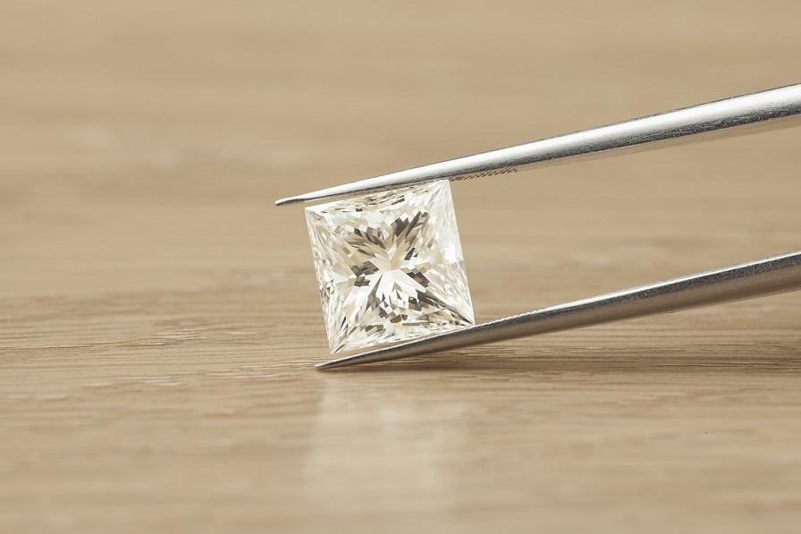 Princess Cut Diamond   Princess cut diamond held in ...