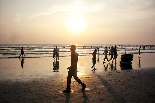 people sun men beach silhouette walking sand women walk 1855mm bangladesh coxsbazar 450d russelljohn