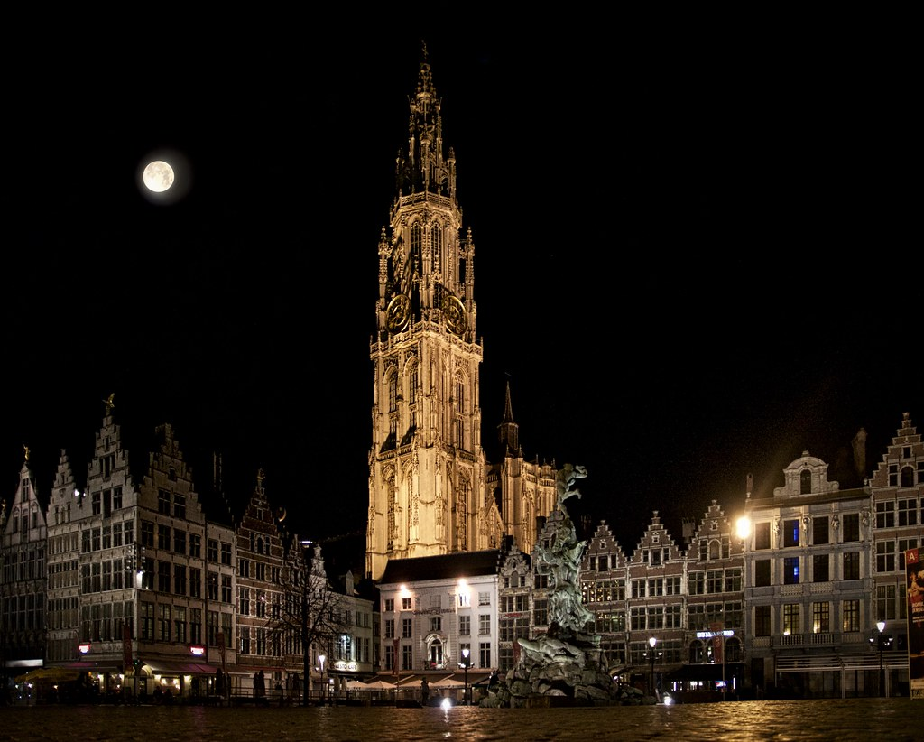 Full moon above Antwerp | Also on Pixels: fineartamerica com