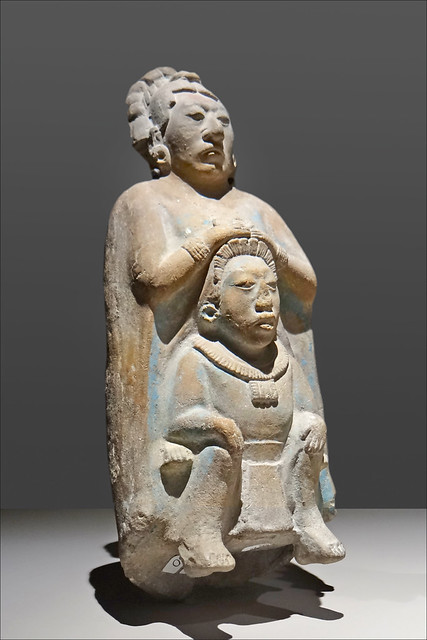 Femme de la noblesse Maya portée par un homme (musée du Quai Branly)