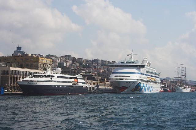 AIDAaura in Istanbul, 14.07.2011