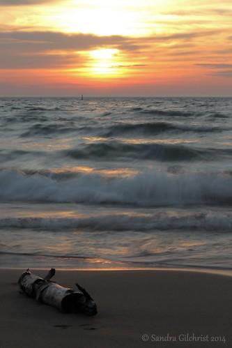 longexposure ontario sunrise waves lakeontario lakeviewpark lakefrontpark oshawaon oshawalakefront sandragilchrist