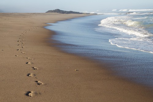 beach oregon coast sand waves pacific footprints shore pacificnorthwest oregoncoast lincolncity innatspanishhead