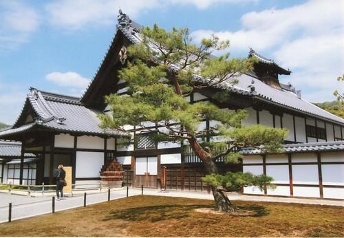 圖10.木造御殿形式淡雅 , 屋頂採用古瓦舖設