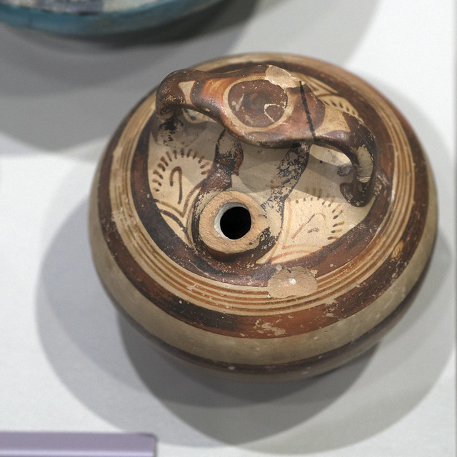 Mycenaean stirrup jar from Egypt (1)