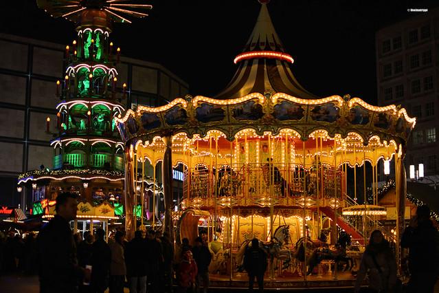Karuselli Berliinin Alexanderplatzin joulumarkkinoilla