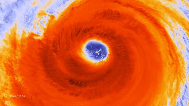 Super Typhoon Dujuan's Eye in Infrared