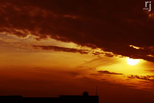 cloudsstormssunsetssunrises sunset darkclouds greyclouds sunsetlight rehanjamil rjclicks nikond5100 nikon d5100 rehanjami sunlight silhouette evening yellow golden orange pakistaniphotographer photographerindammam photographerinkhobar pakistani