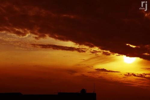 cloudsstormssunsetssunrises sunset darkclouds greyclouds sunsetlight rehanjamil rjclicks nikond5100 nikon d5100 rehanjami sunlight silhouette evening yellow golden orange pakistaniphotographer photographerindammam photographerinkhobar pakistani