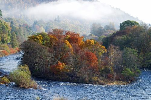 autumn landscape scotland rivertay perthshire dunkeld ericrobbniven