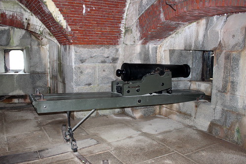 Fort Knox, 32-pounder and carriage