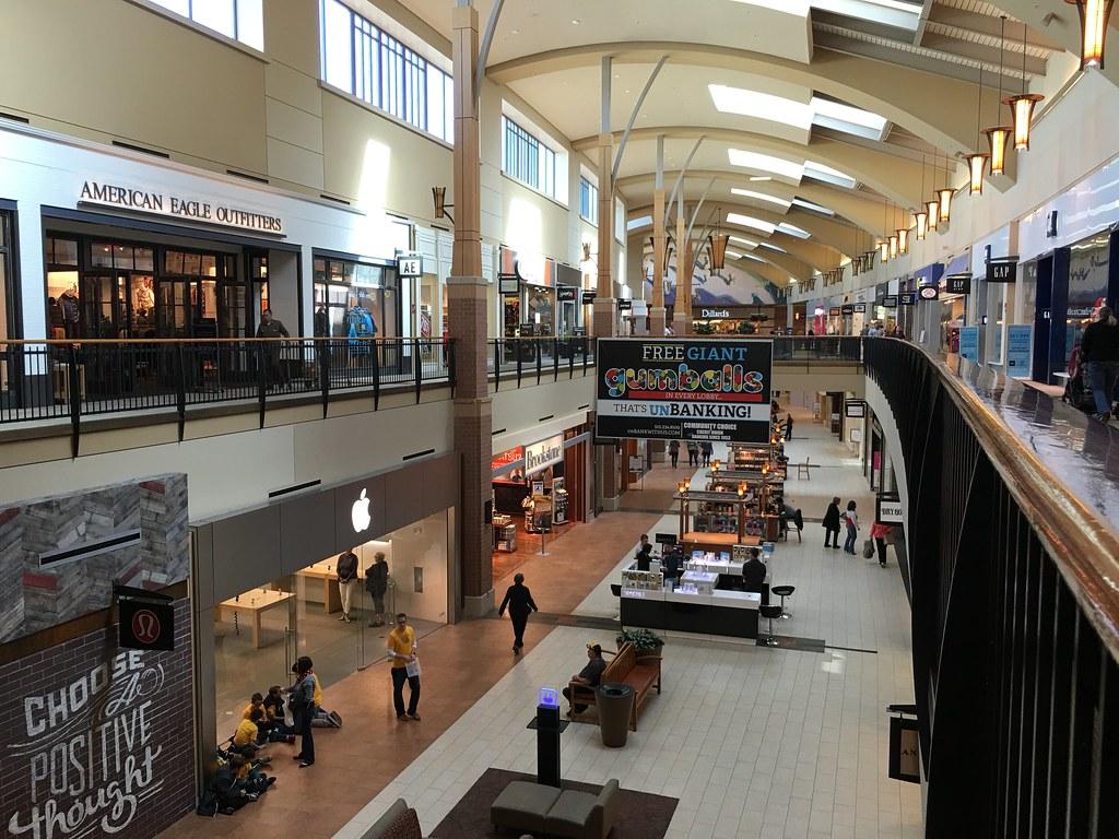 Des Moines Shopping >> Jordan Creek Town Center West Des Moines Iowa Dillard