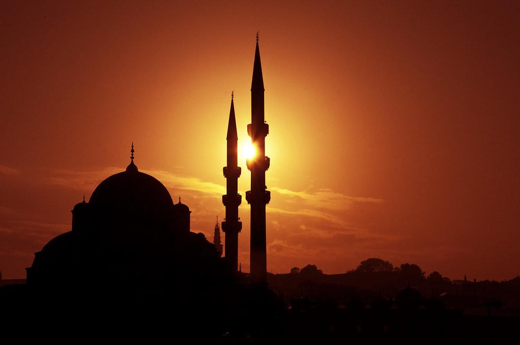 Sunset over Yeni Camii