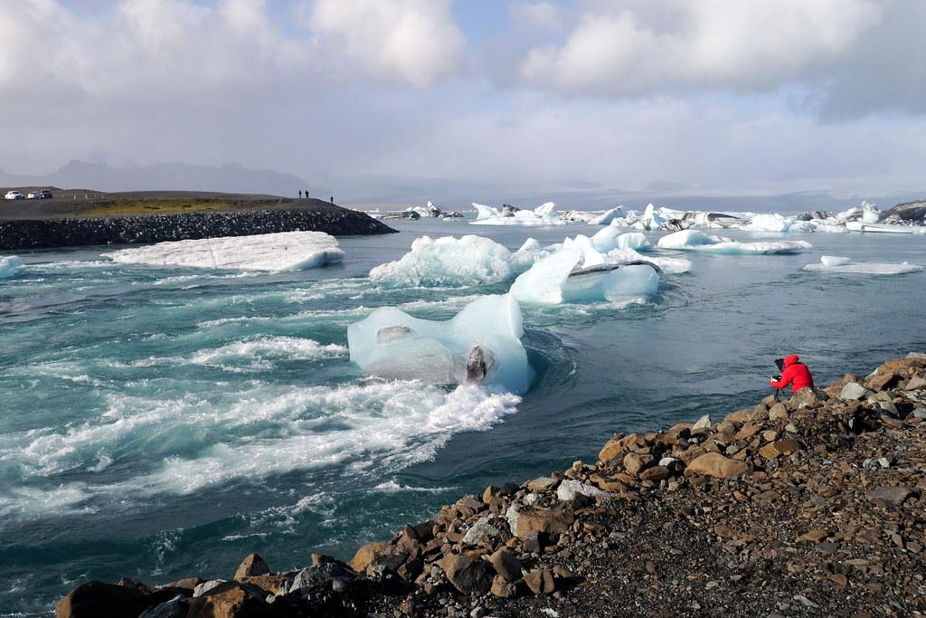 Icebergs Trying to Escape Jökulsárlón