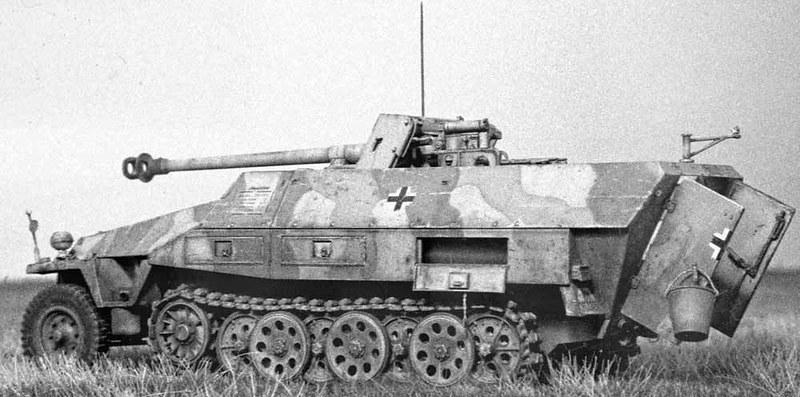 Sd.Kfz. 251/22 7,5 cm PaK 40 L / 46 su trasporto truppe corazzato medio