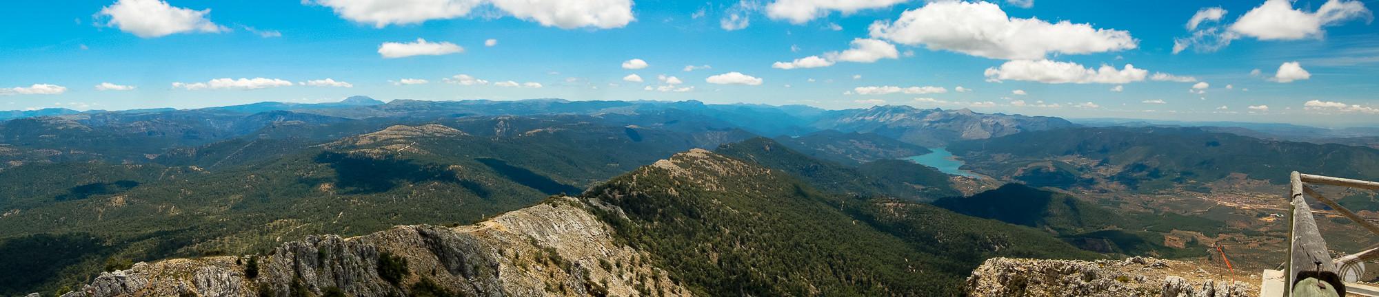 Panorámica desde lo alto del Yelmo