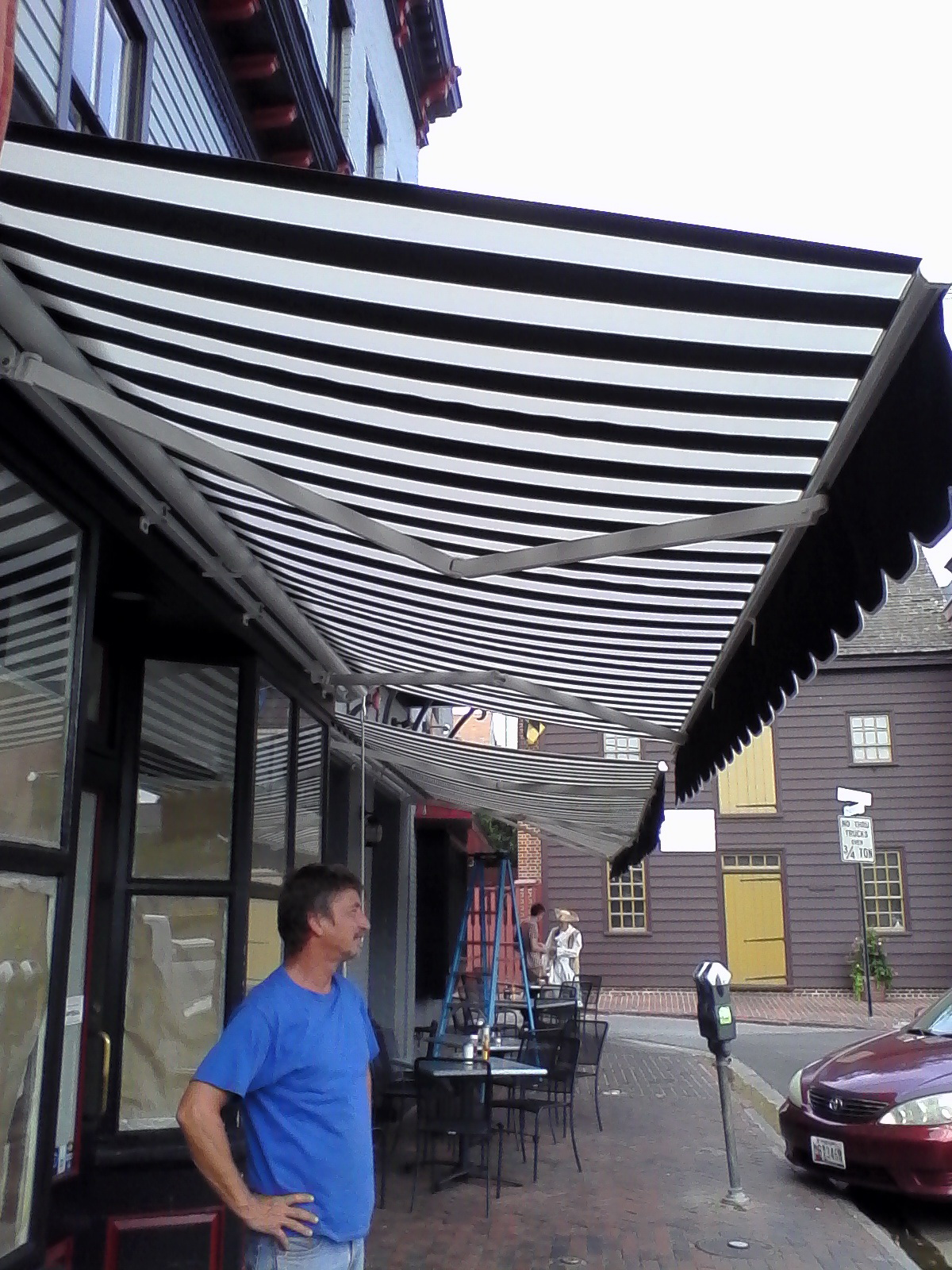 Commercial-Retractable-Awning-Hoffman-Awning