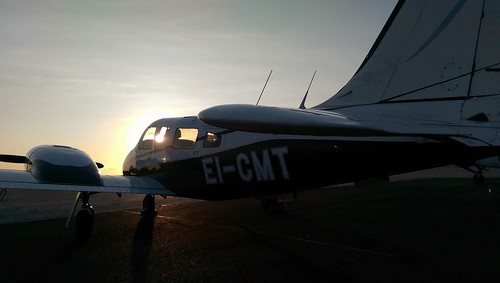 ireland sunset irish sun training evening cork flight atlantic piper prop seneca twinengine pa34 corkairport