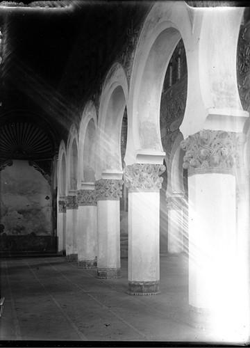 Sinagoga de Santa María la Blanca en Toledo hacia 1920. Fotografía de Enrique Guinea Maquíbar © Archivo Municipal de Vitoria-Gasteiz