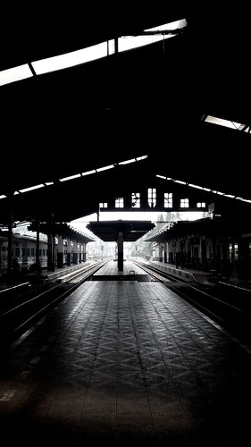 the silhouette | #architecture #silhouette #reflection #railway #station #terminal #blackandwhite #blackandwhitephotography #streetphotography #perspective | by danne dhirgahayu