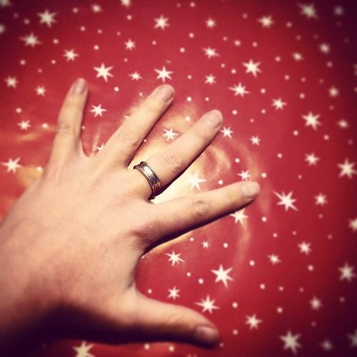 Waarom ik mijn trouwring tegenwoordig aan mijn middelvinger draag. Link in bio. #lienweb | by LienWeb