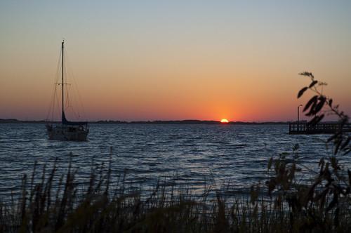 sunset sky usa water silhouette nikon wasser unitedstates florida fortwaltonbeach ftwaltonbeach fwb santarosasound okaloosacounty d5000 fisherbray lizajacksonpark