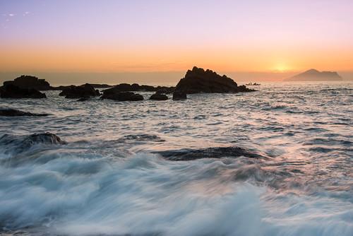 taiwan yilan waiao wave sun sunrise dawn rock scenery outdoors turtleisland northeastcoast toucheng 台灣 宜蘭 頭城鎮 外澳 海浪 浪絲 晨曦 龜山島