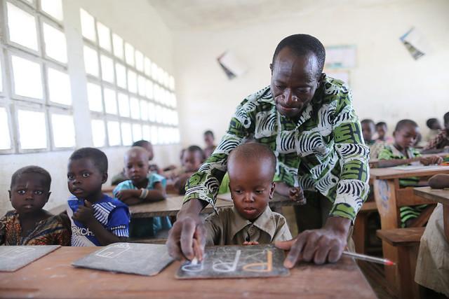 disabledtogowestafricawarodisabilitieschildrenboybigheadeducationschool