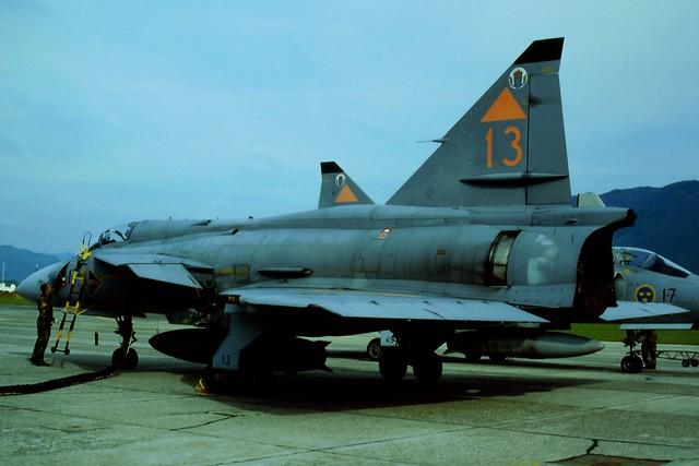 JA-37 Viggen 37413/13 F17 Wing, Swedish Air Force. Zeltweg Open-Day (Austria) 21-06-1997.