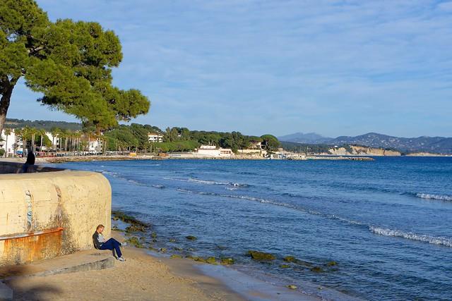 La Ciotat beach / The sitting man