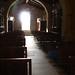 La luz del sol entrando por la puerta de la Ermita de Santa Tecla