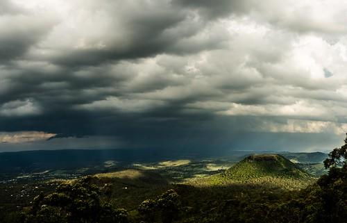 mountain storm mountains rain dark table top great valley queensland range toowoomba sunbeams dividing lockyer