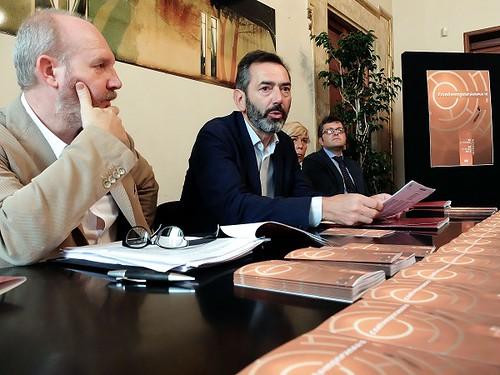 Al centro, Massimo Bressan, presidente Teatro Metastasio