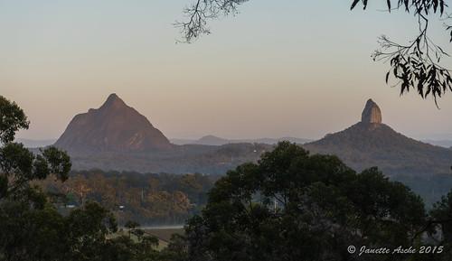morning mountain nationalpark rocks australia bushwalking qld queensland plug glasshousemountains volcanic bushwalk sunshinecoast 2015 hinterland mttibrogargan seqld sonya7r