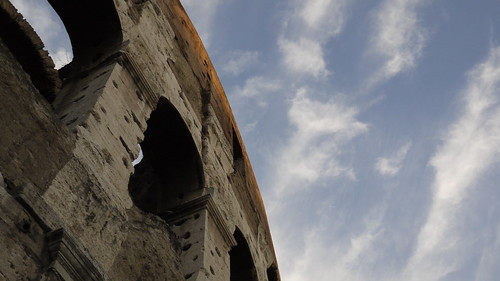 A corner of the Colosuem and the sky above it 格斗场的一角落和它上方的天空