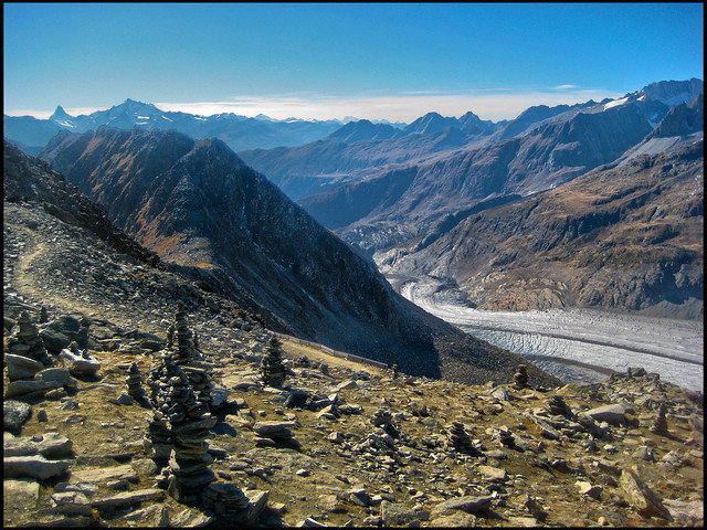 The glacier of the Aletch, Taken from the Eggishorn . Vue du glacier d'Aletsch depuis l'Eggishorn .   No. 9513.
