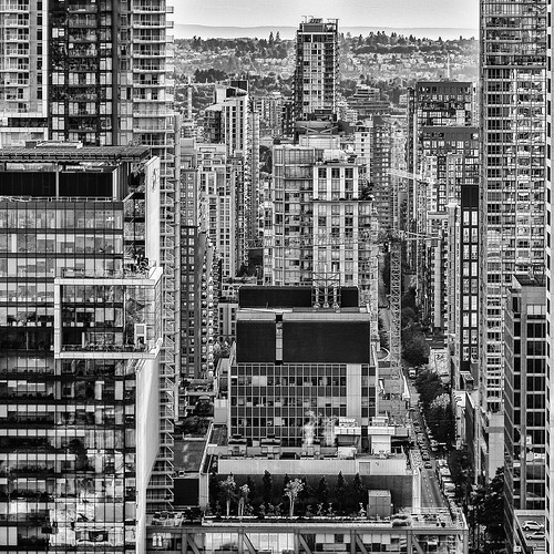 giftidea geschenkidee puzzle cityview stadtansicht fromabove buildings gebäude streets strasen vancouverlookout architecture architektur 2016 anymotion travel reisen downtown vancouver harbourcenter britishcolumbia canada kanada 6d canoneos6d bw blackandwhite sw