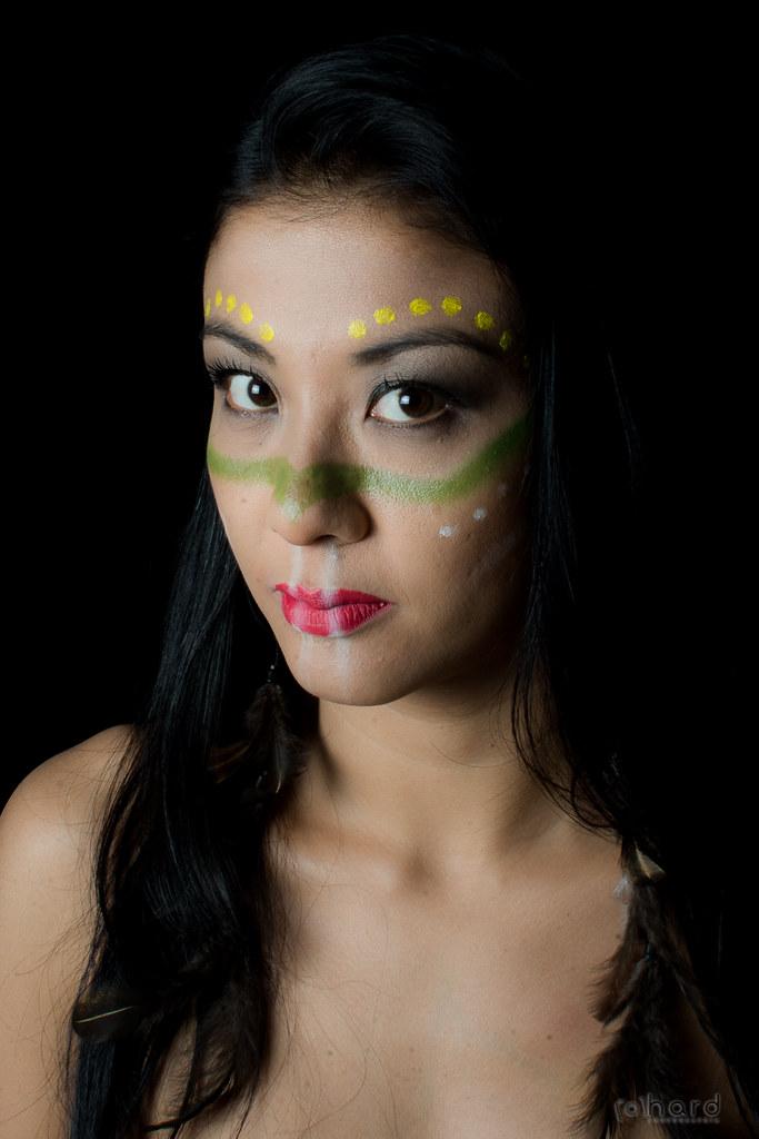 A tribo Pataxó está entre as 10 maiores tribos brasileiras. Grande parte está localizada no sul da Bahia e Minas Gerais.  #hardphotography #mulheresdepindorama #portrait #portraitfestival #makeup #indian #native #brazilianindian #culture #brazilianculture
