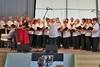 Der Chor der Banater Schwaben Karlsruhe unter der Leitung von Hannelore Slavik singt zwei Lieder: >>So jung wie heute<< und >>Schöne Rosen<<