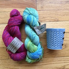 💃 Yummy yarn and a @charansachar cup from @dmbotanicalgarden ! ❤️ #knitting #knittingaddict #knittinglove #knittinglove #knitting_inspiration #knittinglife #yarn #yarnporn #yarnlove #crochet #crocheting #crochetlove #crochetaddict