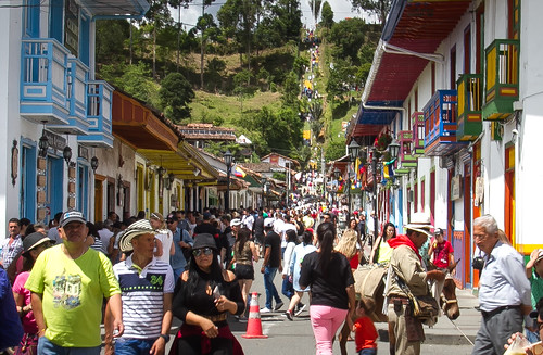 salento colombia street callereal elmirador steps crowd colors leaningladder canon 7d people road hills