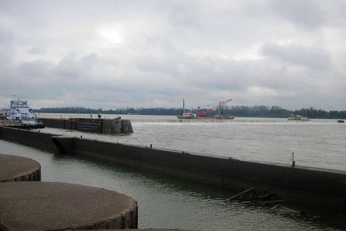 Locks and Dam 52 undergoes periodic inspection