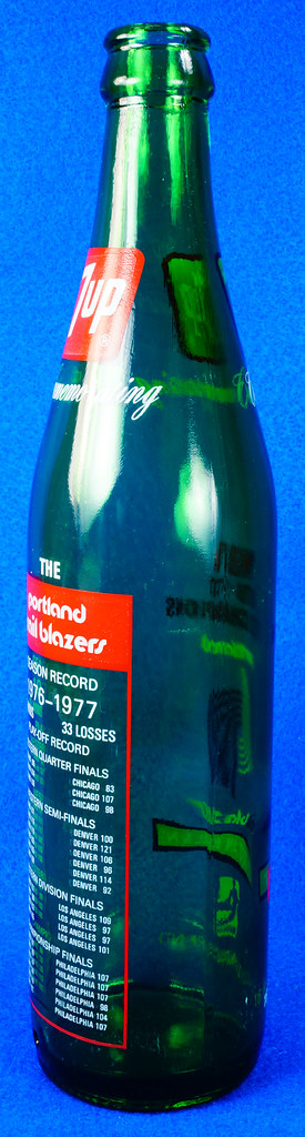 RD10088 Vintage Portland Trailblazer 1976 - 1977 NBA Champions 7 UP Soda Bottle DSC07796