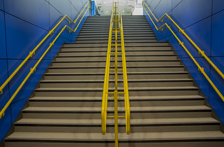 Stairs to new Platform 8 at Cardiff Central station | by Dai Lygad