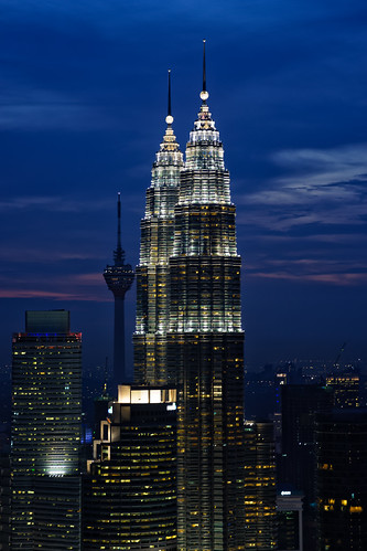 blue sunset building architecture indonesia landscape lights haze cityscape view dusk petronas clear malaysia kualalumpur klcc petronastwintowers nohaze