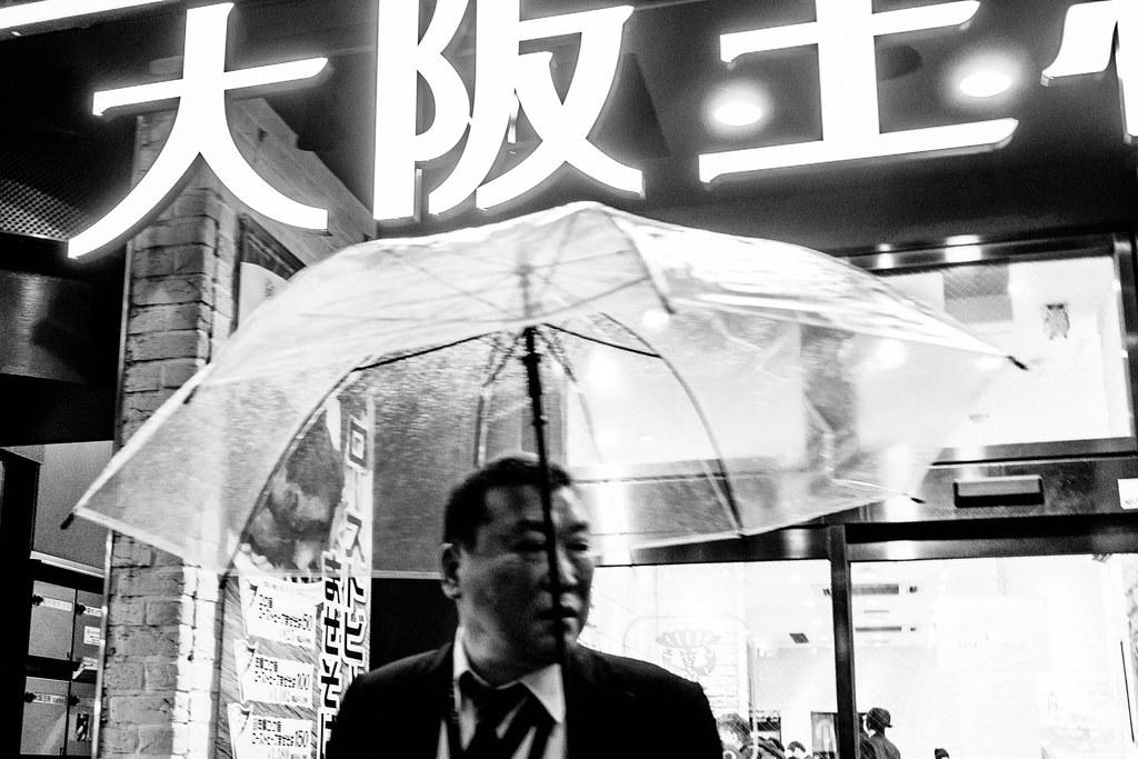 Mężczyzna z parasolem/Man with umbrella