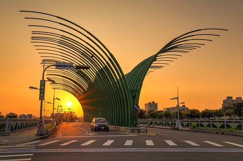 road street bridge light sunset sky sun sunlight building cars beautiful car sunshine canon taiwan 夕陽 taichung 台灣 車 hdr 台中 6d mobile01 大坑 夕照 photomatix canon6d 夕彩 蝴蝶橋